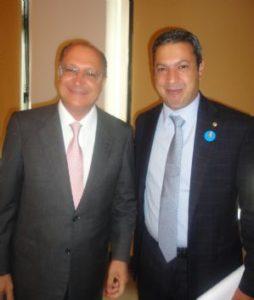 Articulação legislativa leva governador a criar comissão para conter crise no Bezerra