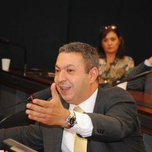 Ricardo Izar regulamenta o Salão-Parceiro