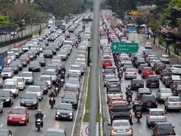 Rodízio de veículos foi suspenso nesta terça-feira e só volta dia 11 de janeiro