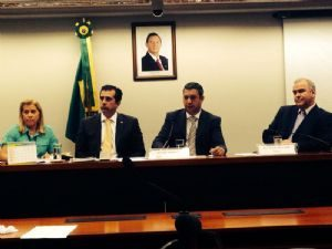Folha de São Paulo: Após adiamentos, Conselho de Ética aprova investigação contra Vargas