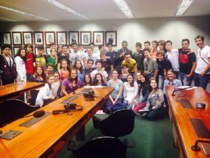 RICARDO IZAR RECEBE ESTUDANTES PARA FALAR SOBRE ÉTICA E POLÍTICA