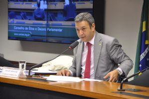 O Globo: Vargas pede que Conselho de Ética ouça o doleiro Youssef para sua defesa