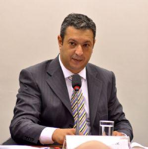 G1: Conselho de Ética suspende sessão antes de voto sobre André Vargas