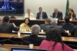 Folha de São Paulo: André Vargas abandona reunião do conselho em que é processado