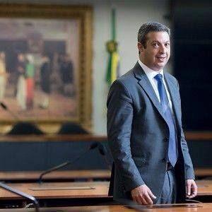 RICARDO IZAR É AUTOR DE PROJETO QUE DESTINA VAGÕES PARA MULHERES