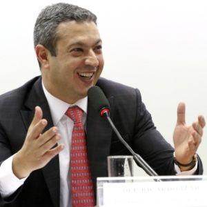 Dep. Ricardo Izar pede fiscalização e medidas duras contra a Pirataria
