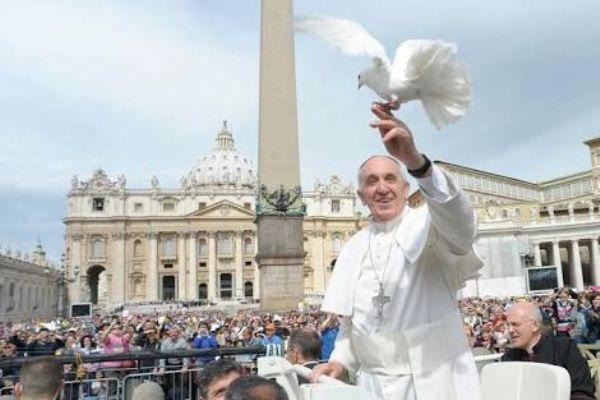 """Papa Francisco faz apelo: """"Não é digno causar sofrimento aos animais"""""""