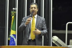 Presidida por Izar, CPI dos maus-tratos a animais segue na Câmara dos Deputados