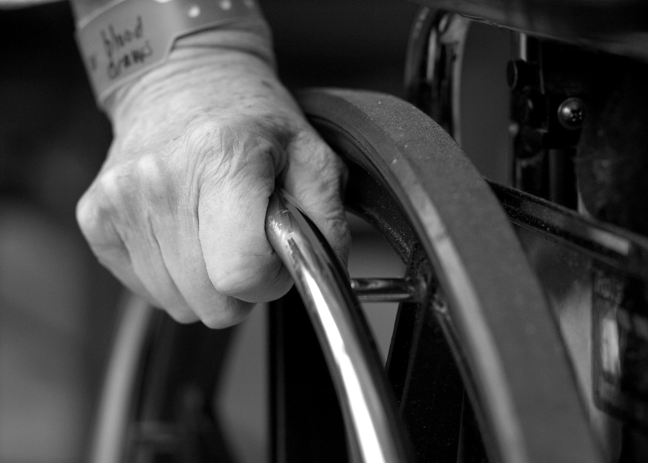 Idosos e pessoas com deficiência devem se cadastrar no CadÚnico para não perder o Benefício de Prestação Continuada