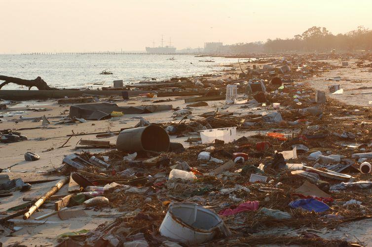 Precisamos falar sobre os impactos do lixo na natureza