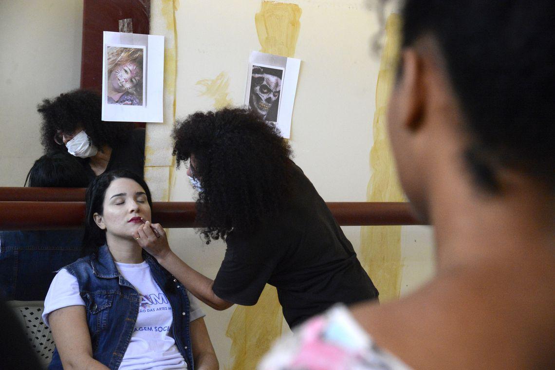 CCJC aprova projeto que regulamenta a profissão de agente cultural de moda e beleza